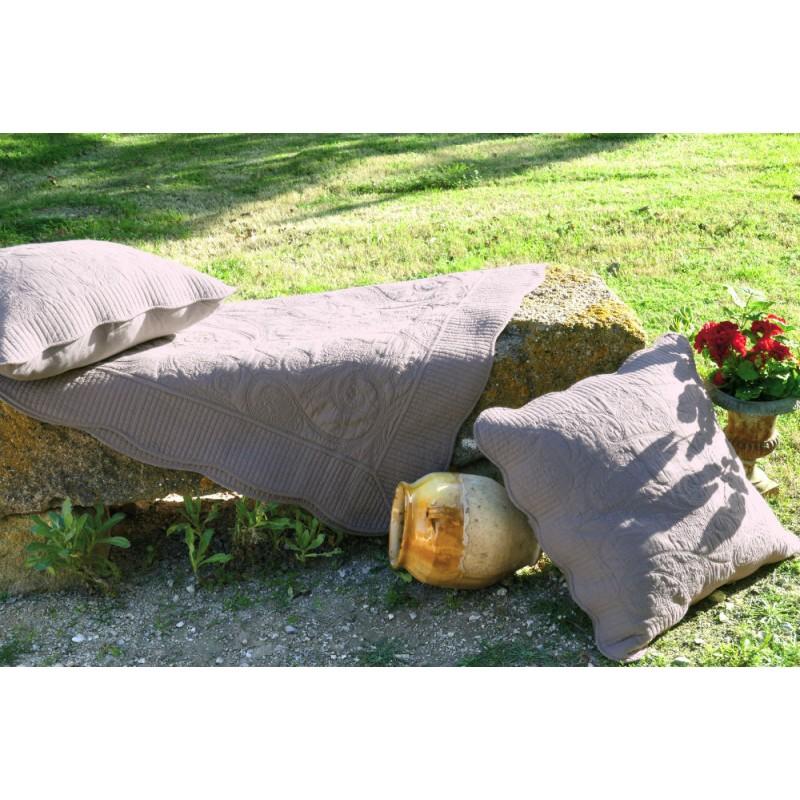 Couvre lit boutis 230 x 250 cm et 2 taies 65 x 65 cm for Vent du sud linge de maison